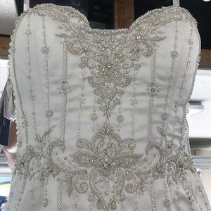 Beautiful mermaid wedding dress never worn